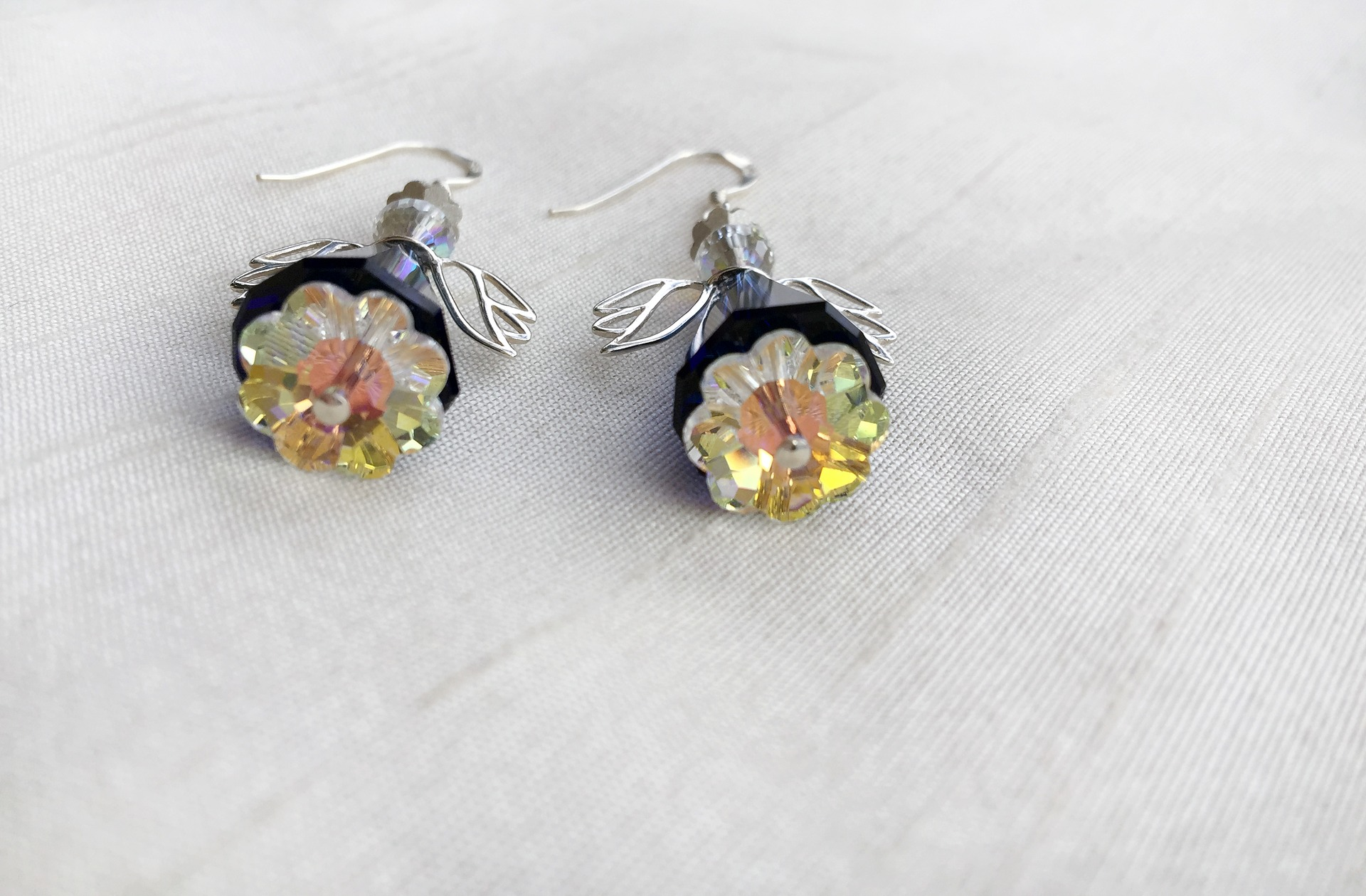 Choosing The Perfect Colored Gemstone For Your Earrings - dazzlingrock.com